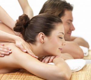 couples massage 300x263 - Лучший массаж для вашей спины